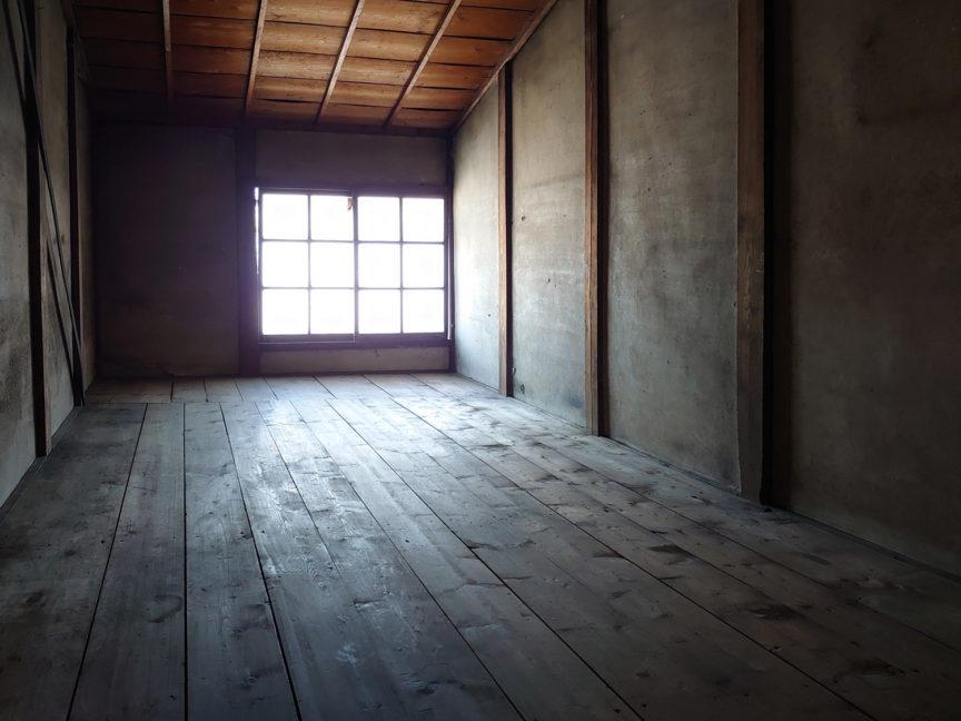 2階-階段に続く板の間