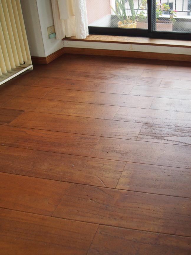 桐の床材はあたりが柔らかい