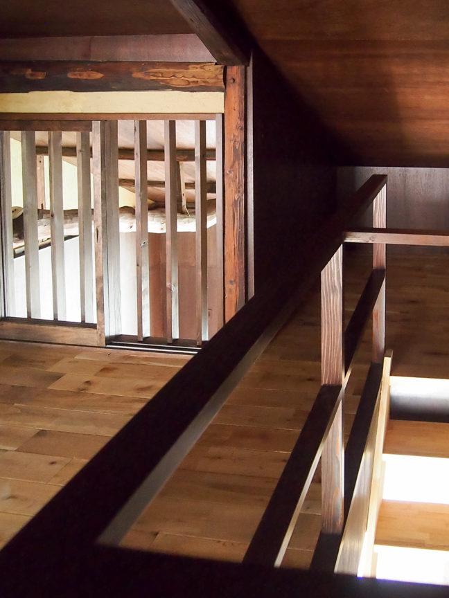 階段から2階へ