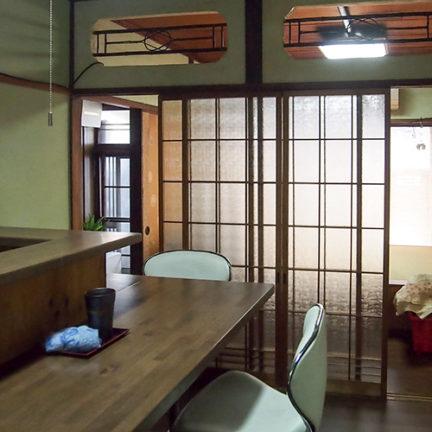 1階カウンターのある部屋