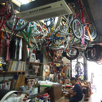 1階南側自転車関係のお店2