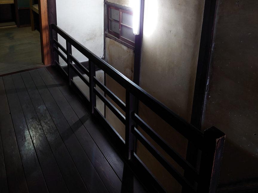 2階階段横の廊下