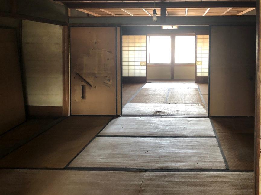 2階西の和室から東を見る