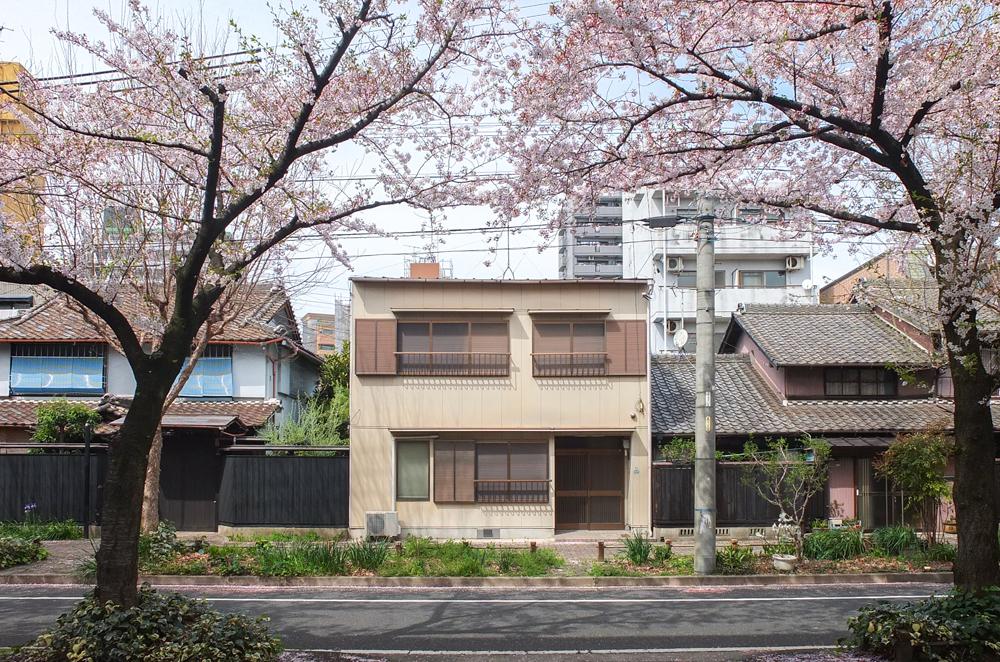名鉄瀬戸線森下駅から徒歩3分の場所に建つ木造2階建ての家